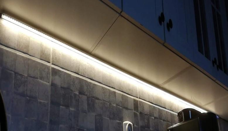 Oświetlenie LED podszafkowe.